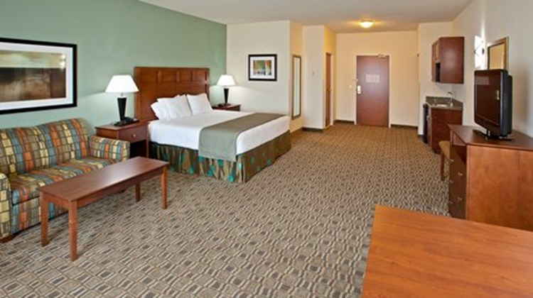 Holiday Inn Express and Suites Ripley Room