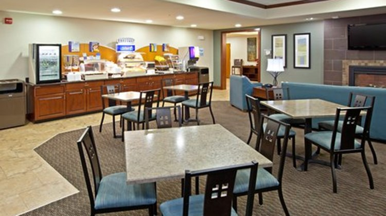 Holiday Inn Express and Suites Ripley Restaurant