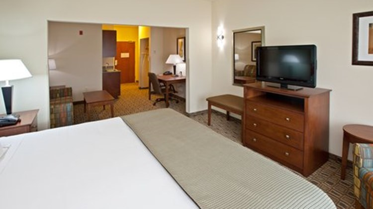 Holiday Inn Express and Suites Ripley Suite