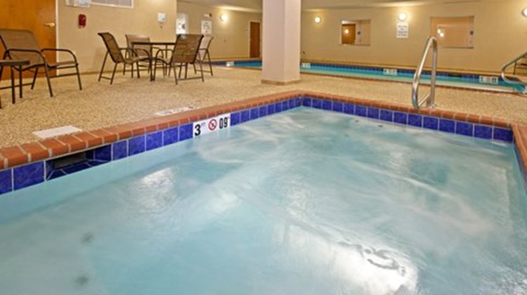 Holiday Inn Express and Suites Ripley Pool
