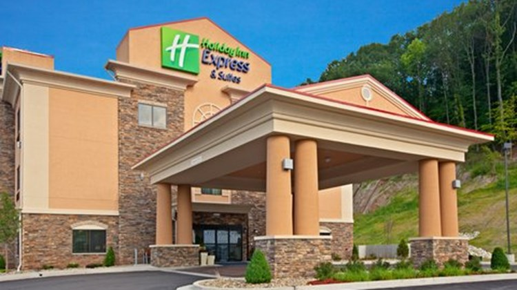 Holiday Inn Express and Suites Ripley Exterior