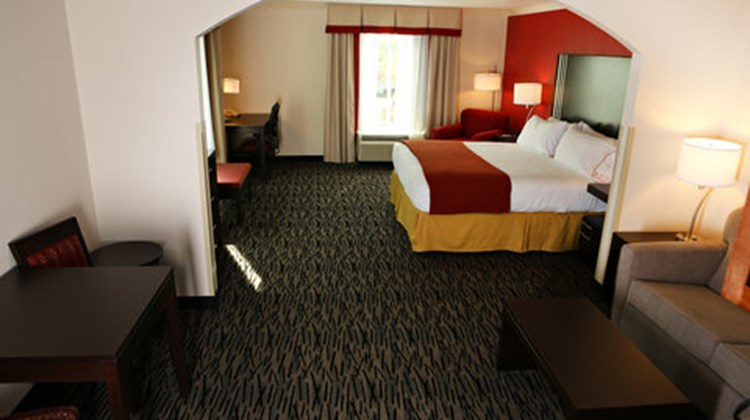 Holiday Inn Express & Suites Sumter Suite