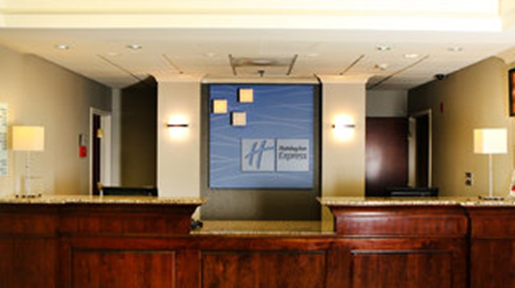 Holiday Inn Express & Suites Sumter Lobby