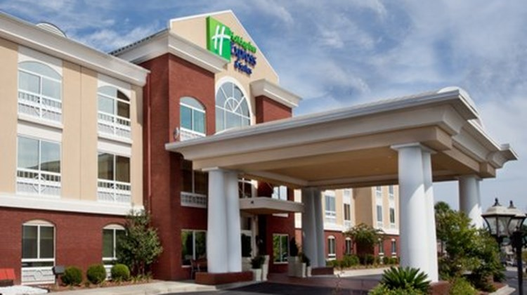 Holiday Inn Express & Suites Sumter Exterior