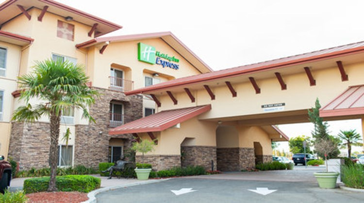 Holiday Inn Express Turlock Exterior