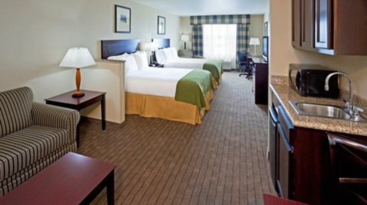 Holiday Inn Express & Sts Syracuse North Suite