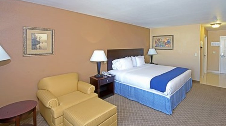 Holiday Inn Express Hotel & Suites Room