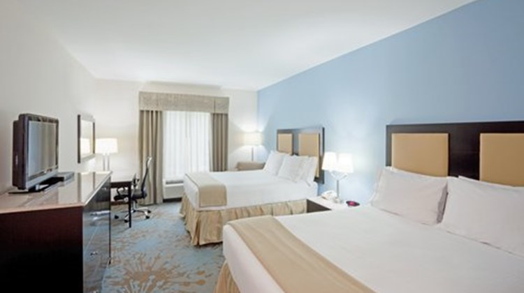 Holiday Inn Express Plainville Room