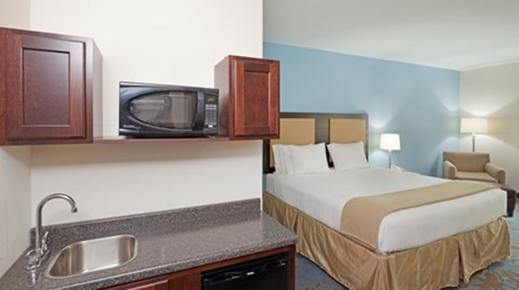 Holiday Inn Express Plainville Suite