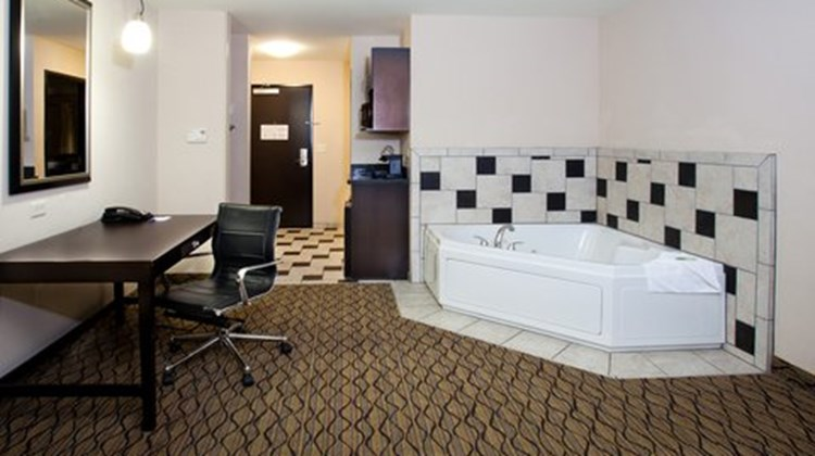 Holiday Inn Express Hotel & Suites Bixby Suite