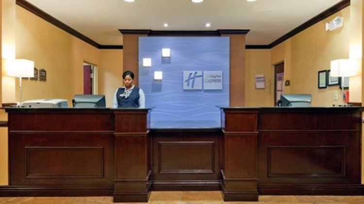 Holiday Inn Express & Suites Selma Lobby