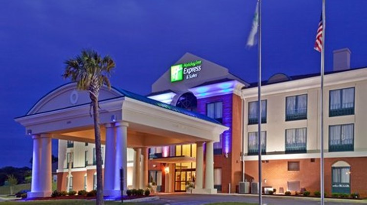 Holiday Inn Express & Suites Selma Exterior
