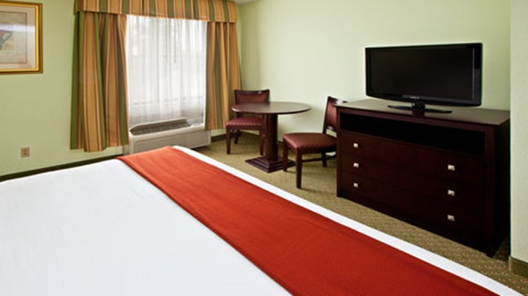 Holiday Inn Express & Suites Scottsburg Suite