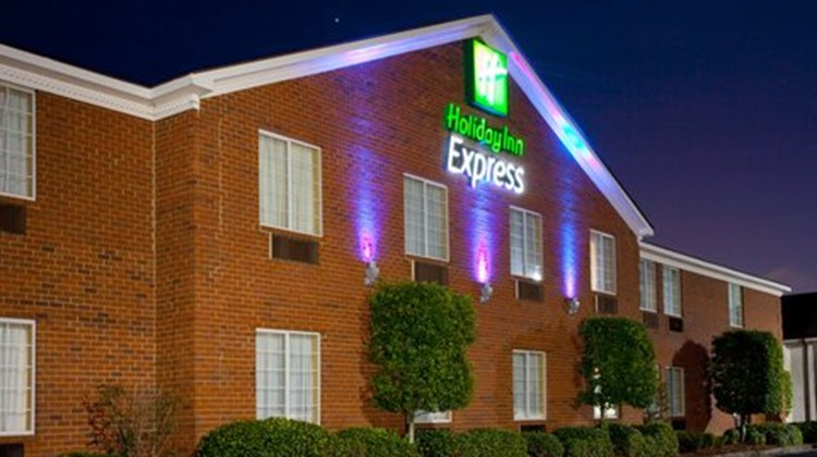 Holiday Inn Express-Savannah North Exterior