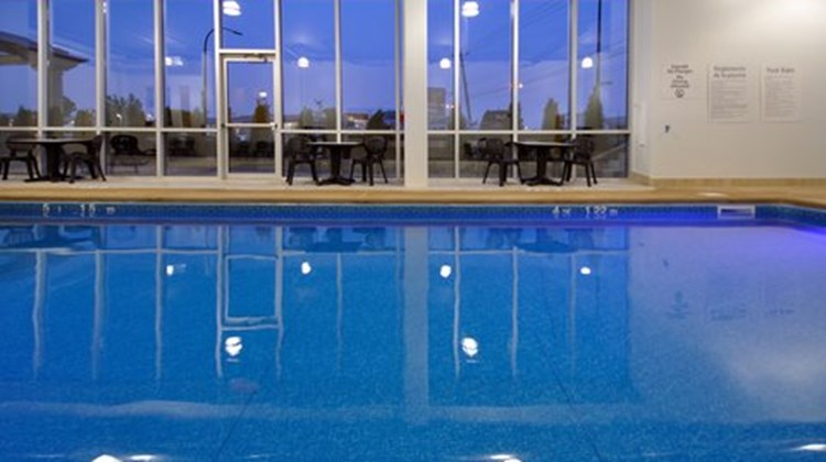 Holiday Inn Express Montreal Airport Pool