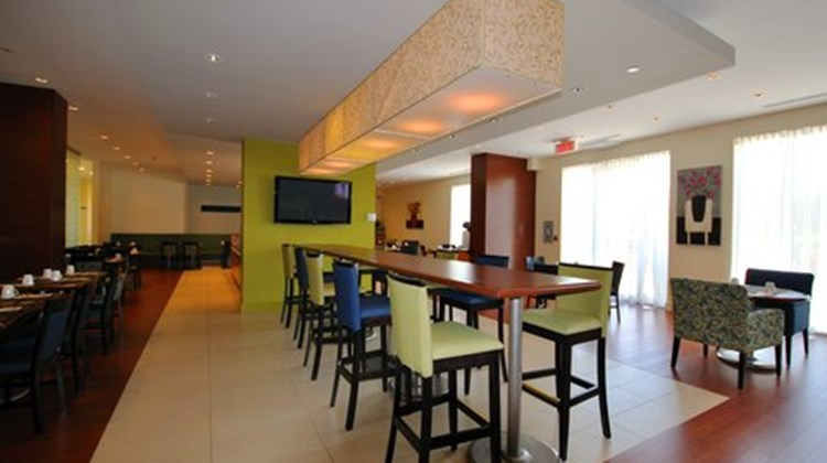 Holiday Inn Express Montreal Airport Restaurant