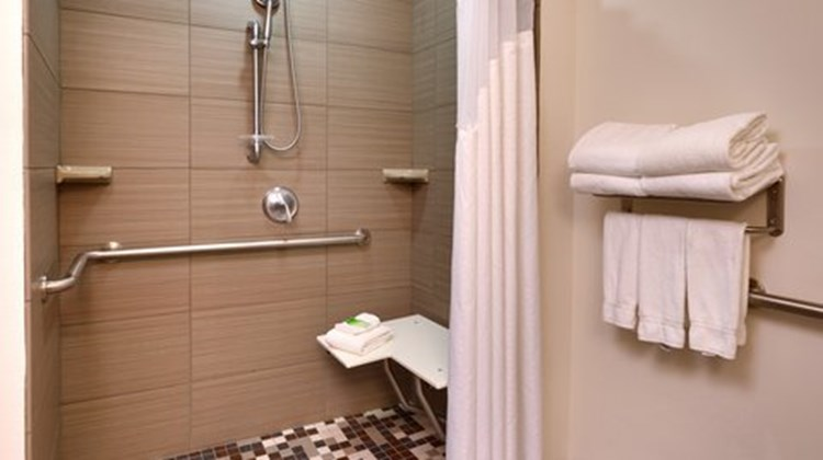 Holiday Inn Express Overland Park Room