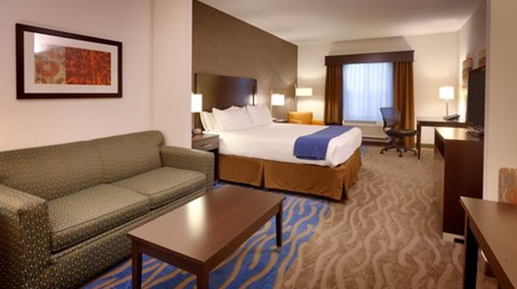 Holiday Inn Express Overland Park Suite