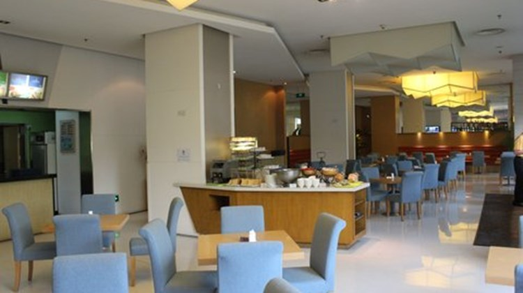Holiday Inn Express Meilong Room