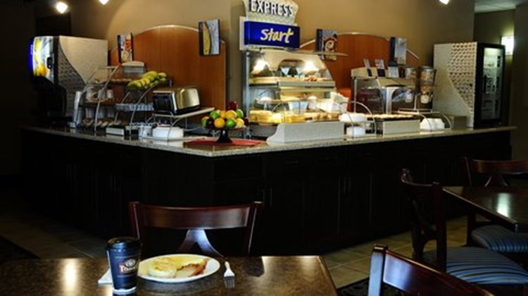 Holiday Inn Express & Suites Delafield Restaurant