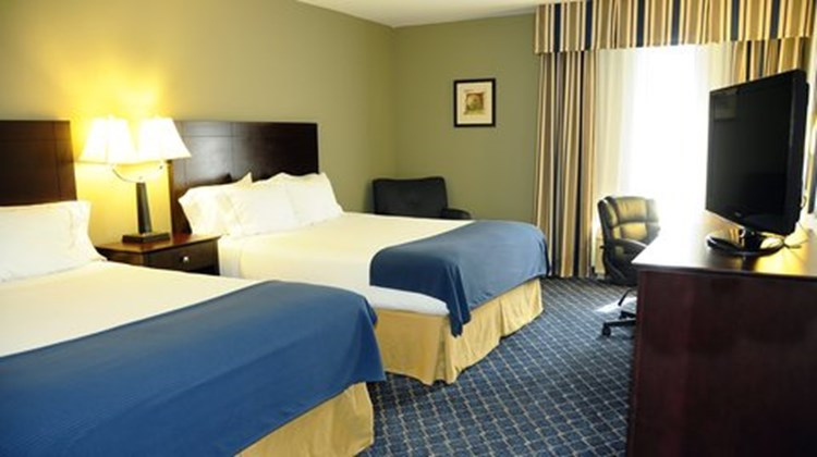 Holiday Inn Express & Suites Delafield Room