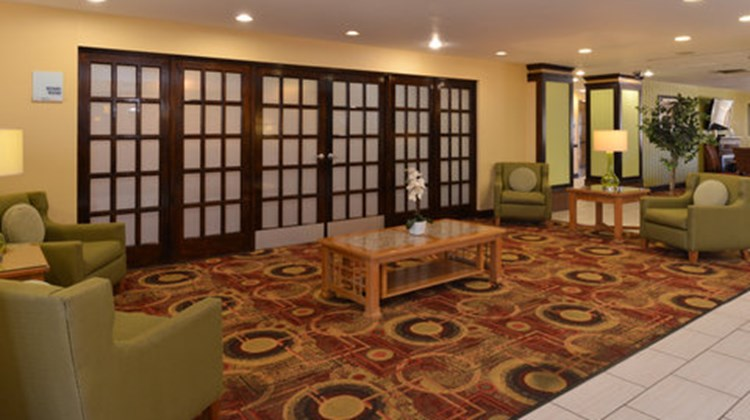 Holiday Inn Express & Suites - Ridgeland Lobby