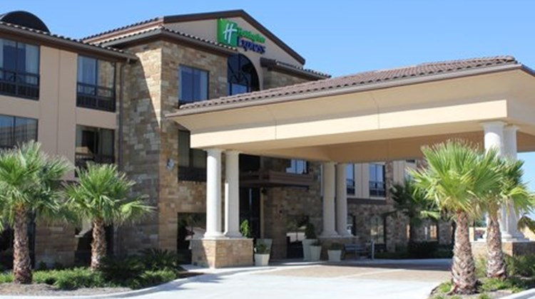 Holiday Inn Express Suites Lakeway Exterior