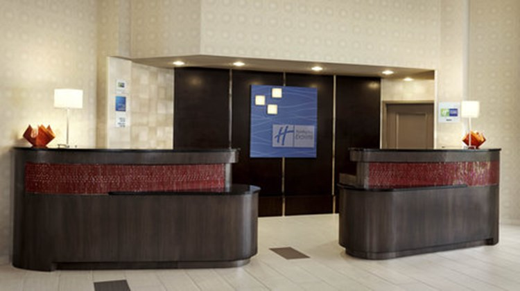 Holiday Inn Expres/Suites Downtown Lobby