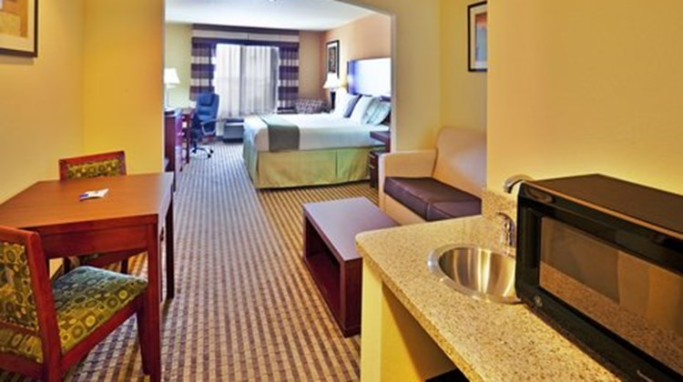 Holiday Inn Express Perry Suite