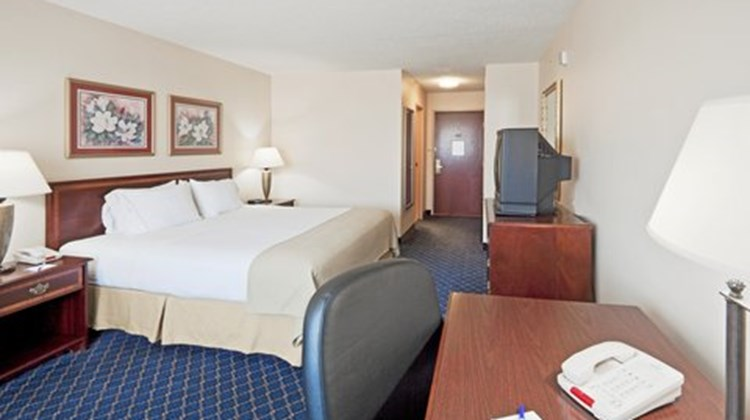Holiday Inn Express & Suites Room