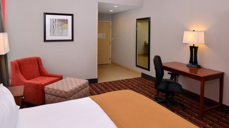 Holiday Inn Express Crestwood Room