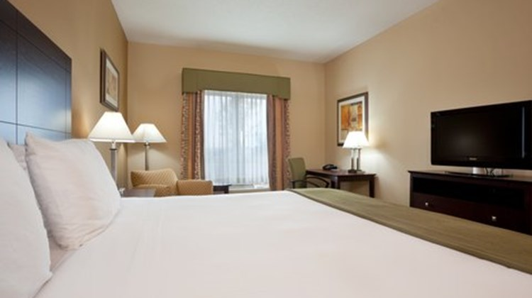Holiday Inn Express & Suites Dayton Sout Suite
