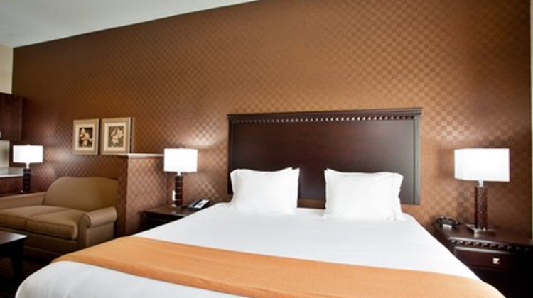 Holiday Inn Express Hotel & Suites Peru Suite