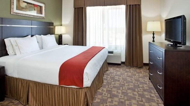 Holiday Inn Express & Suites Topeka N Room