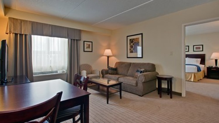 Holiday Inn Express & Stes Suite