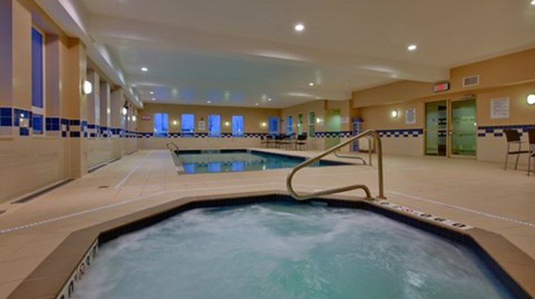 Holiday Inn Express & Stes Pool
