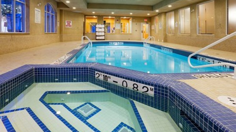 Holiday Inn Express & Suites Bowmanville Pool