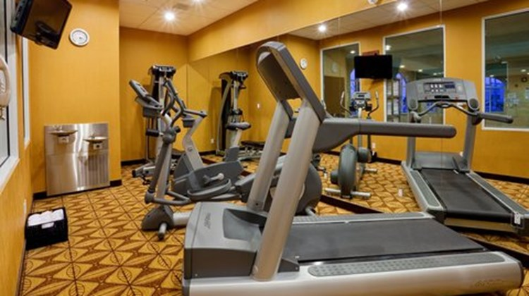 Holiday Inn Express & Suites Bowmanville Health Club