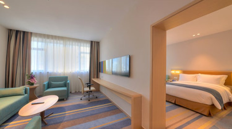 Holiday Inn Express Shanghai Zhenping Suite