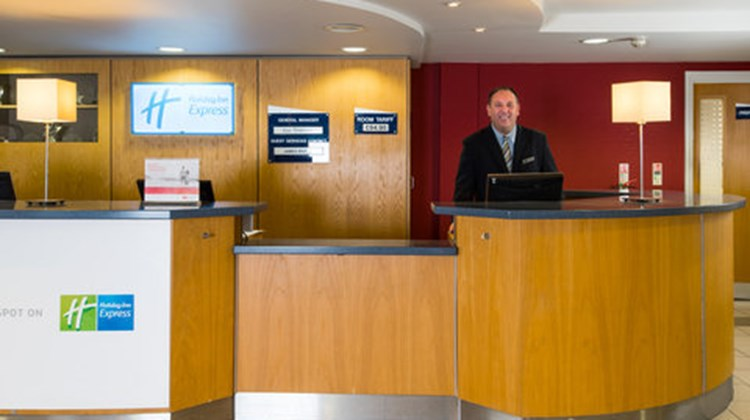 Holiday Inn Express Swansea-West Lobby