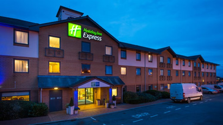 Holiday Inn Express Swansea-West Exterior