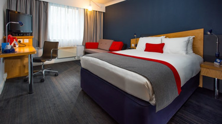 Holiday Inn Express Swansea-West Room