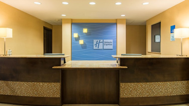 Holiday Inn Express Hotel & Stes Lobby