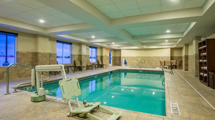 Holiday Inn Express Hotel & Stes Pool