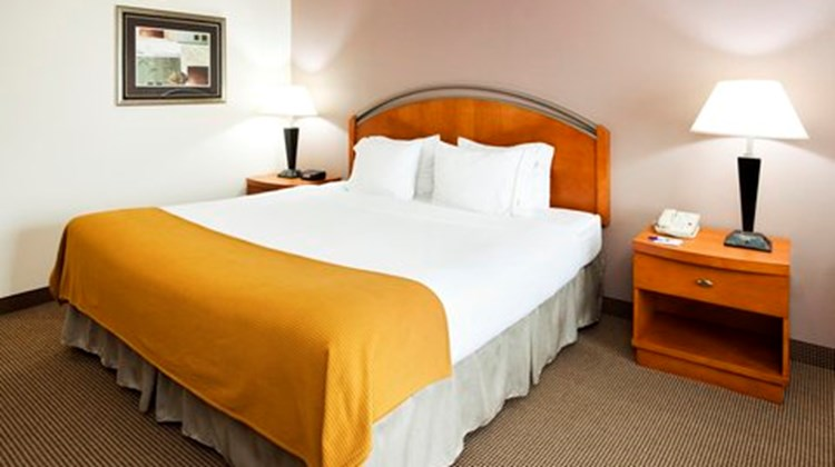 Holiday Inn Express Forest City Room