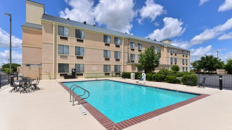 Country Inn & Suites Brownwood Pool