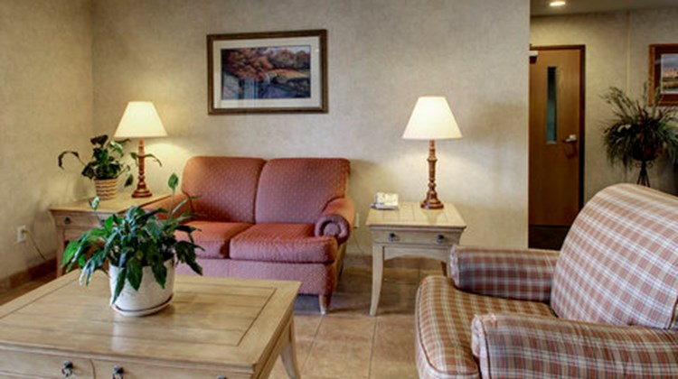 Oak Hill Inn & Suites Lobby