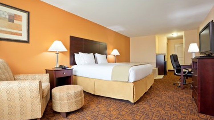 Holiday Inn Express & Suites Mason Suite