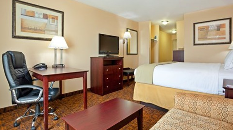 Holiday Inn Express & Suites Mason Room