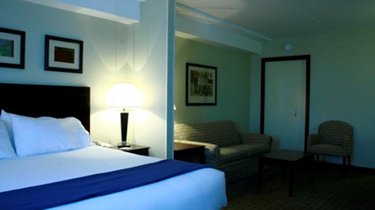 Holiday Inn Express & Stes Room